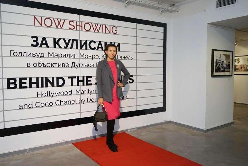 Бари Алибасов, Алена Свиридова и Егор Дружинин посетили открытие выставки Дугласа Киркланда