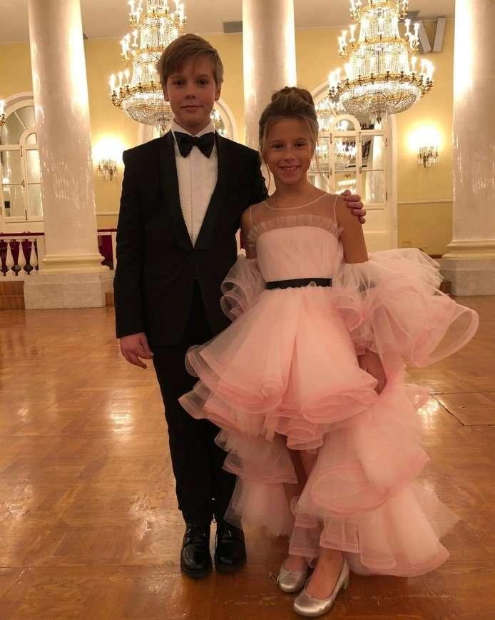 Юлия Барановская вместе с детьми повеселилась на балу
