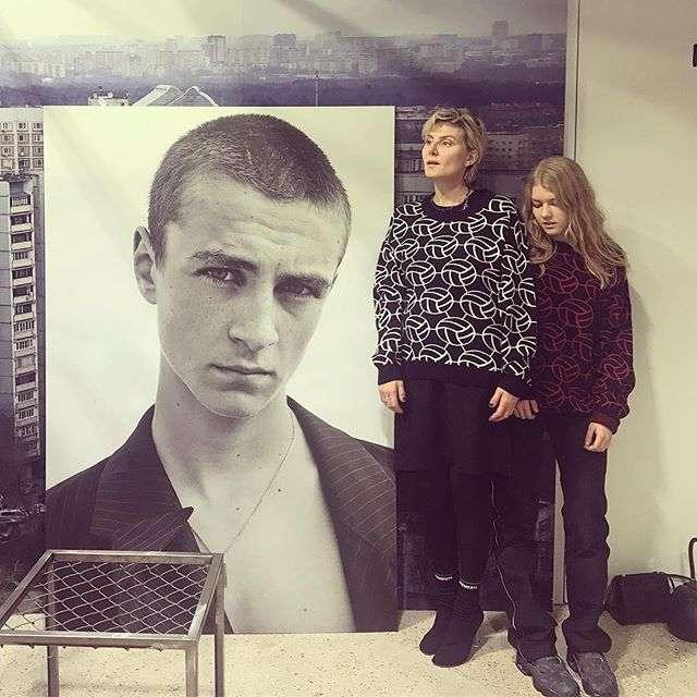 Дочь Ренаты Литвиновой уснула во время спектакля с участием мамы