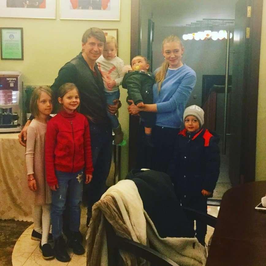 Алексей Ягудин впервые показал фото дочери Оксаны Акиньшиной