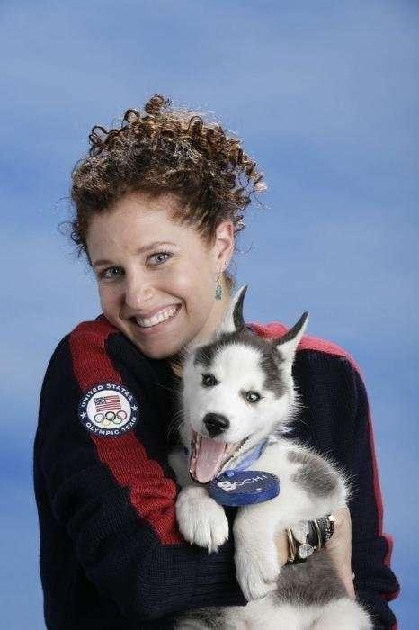 Американские спортсмены-олимпийцы позируют со щенком хаски