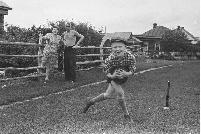 Обеды, чаепития, прогулки и игры: хроника дачной жизни России XIX и XX веков